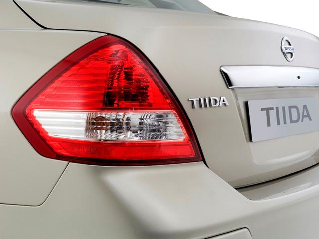Задняя фара Nissan Tiida