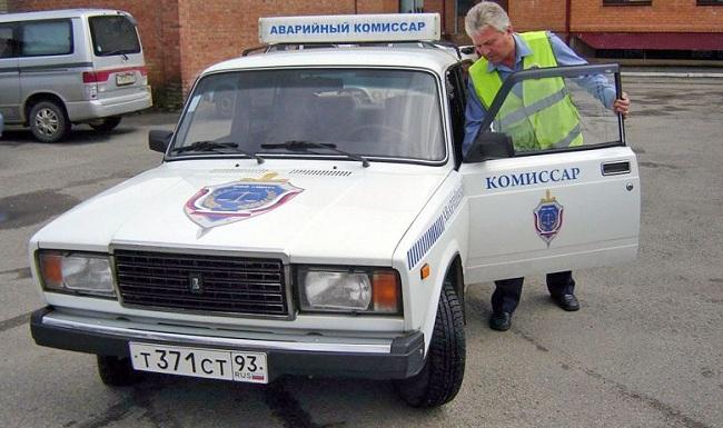 Аварийный комиссар на служебной машине
