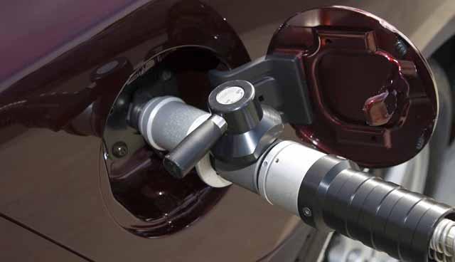 Заправляем автомобиль топливом