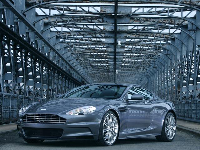Шикарный автомобиль Aston Martin DBS