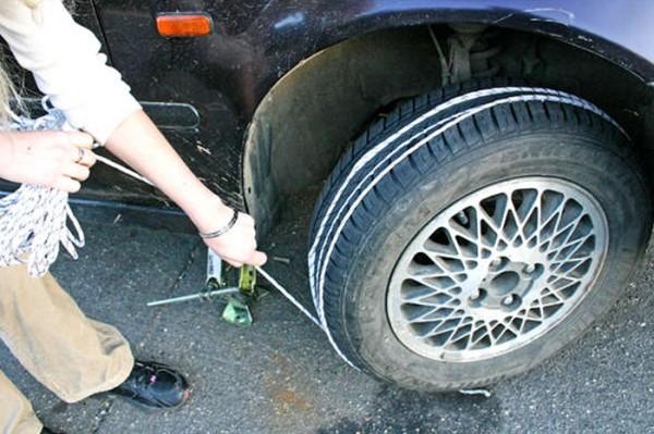 Способ заведения машины с толкача без посторонней помощи