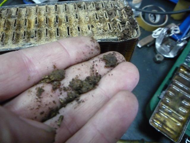 Чистка радиатора от пыли и грязи