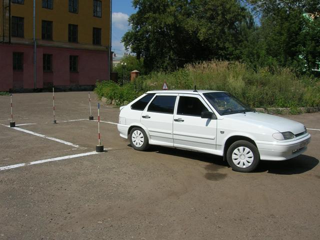Заезд в гараж на экзамене по вождению