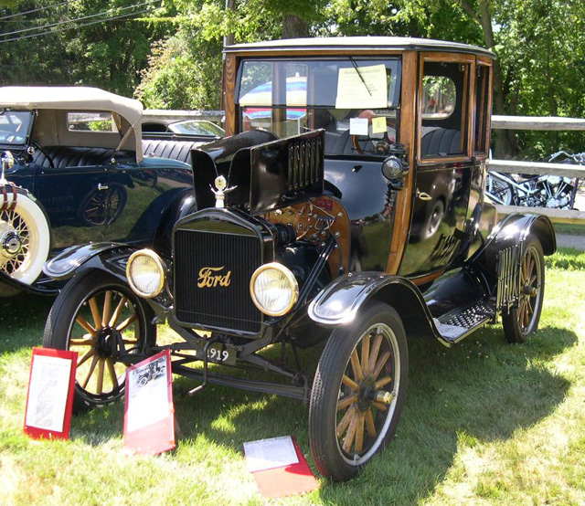 Один из первых серийных автомобилей в Америке — Ford T