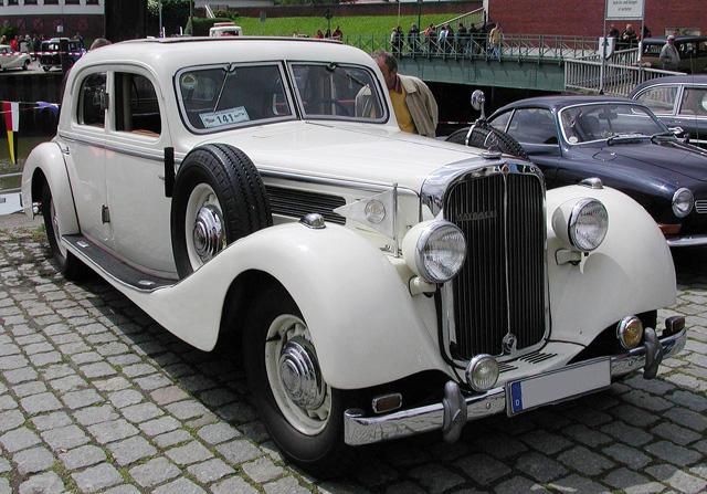 Довоенный лимузин автомобильной марки Майбах
