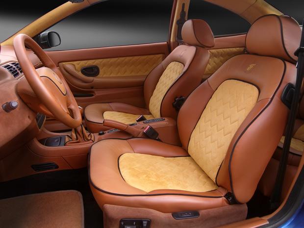 Новая обшивка салона автомобиля