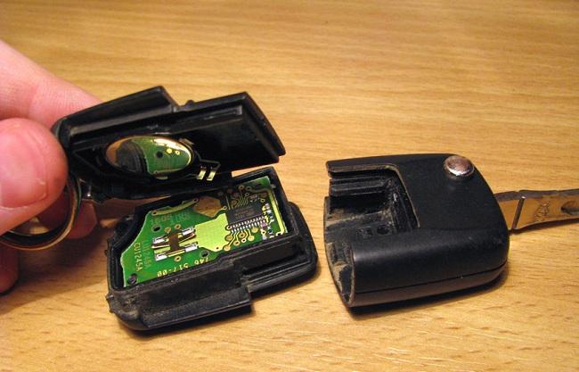 Замена батарейки в брелоке
