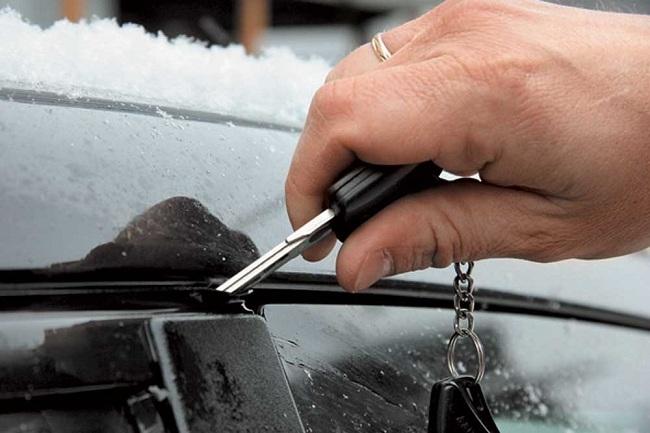 Если под рукой нет отвёртки, можно воспользоваться ключом