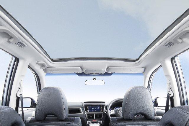 Панорамная крыша занимает всю верхнюю часть автомобиля