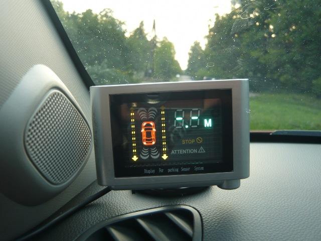 Парктроник с дисплеем установлен в машине