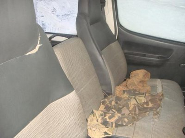 Порванные автомобильные сидения