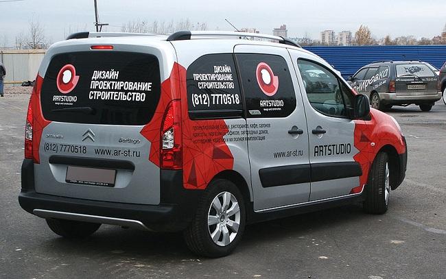 Пример размещения рекламы на автомобиле