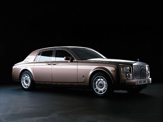 Rolls-Royce Phantom — мужской автомобиль для состоятельных людей