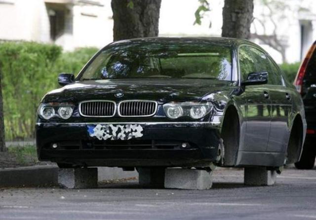 Оставлять автомобиль во дворе небезопасно