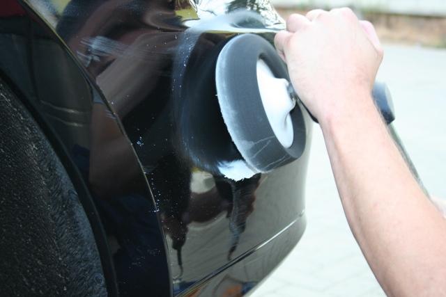 Процесс полировки кузова автомобиля
