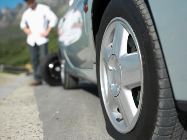 Спущенное колесо увеличивает расход топлива