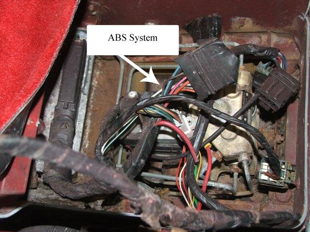 Система ABS представляет собой сложную механическую и электрическую цепь