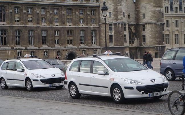 Такси марки Пежо во Франции