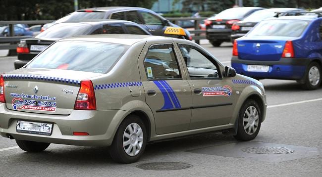 Классическая марка такси в России — Renault Logan