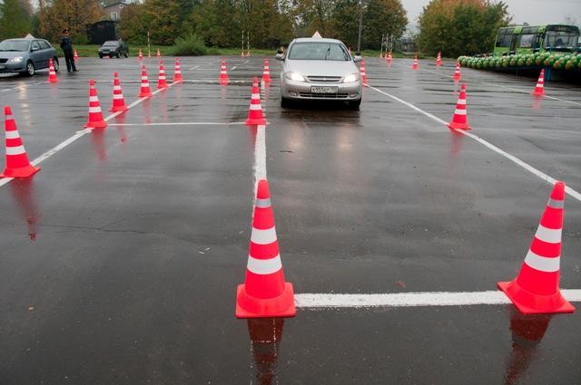 К вождению по городу допускаются сдавшие автодром и теорию