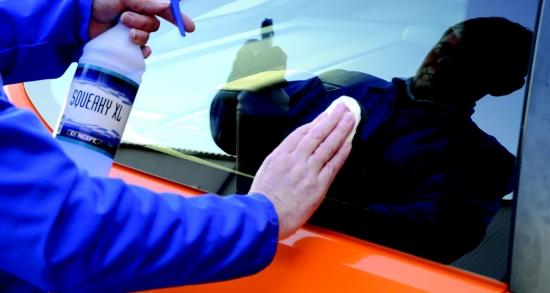 Чистка стёкол автомобиля