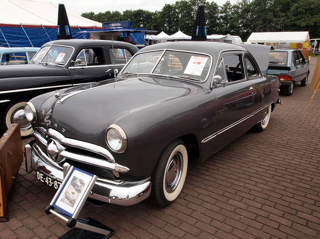 Ford Custom 1947 года