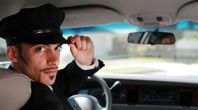 Прокат авто с водителем очень удобен для тех, у кого нет водительских прав