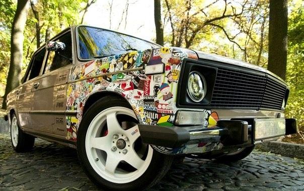 Стикер бомбинг автомобиля