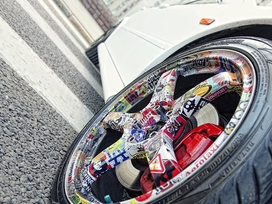 Стикербомбинг дисков машины