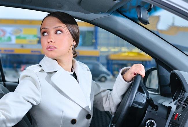 Правильная посадка за рулём при езде на задней передаче