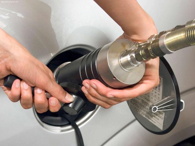 Заправляем автомобиль газом