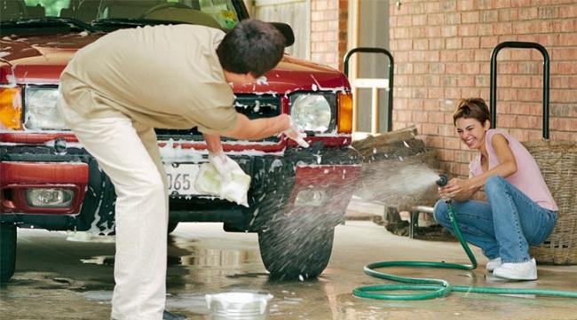 В Швейцарии нельзя мыть машину по воскресеньям