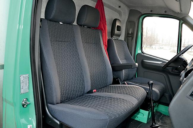 Матерчатые сидения в автомобиле