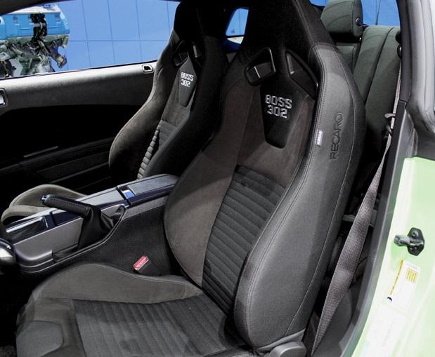 Спортивные сиденья для автомобиля