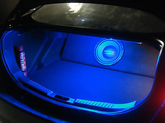 Светодиодная подсветка багажника автомобиля