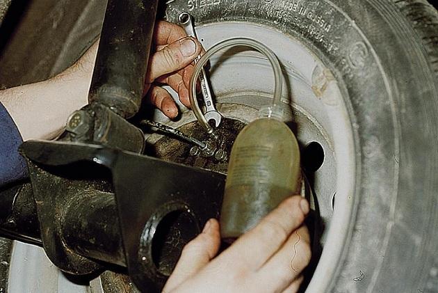 Самостоятельная прокачка тормозов машины
