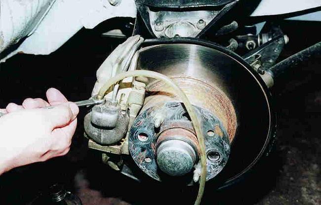 Прокачка тормозов автомобиля
