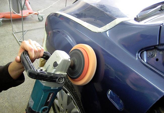 Полировка кузова с помощью инструмента