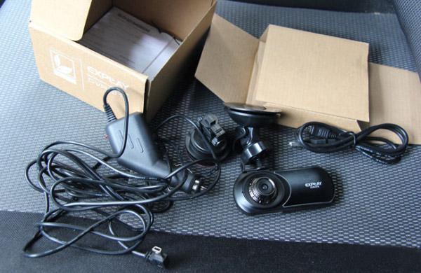 Содержимое коробки с Explay DVR-015