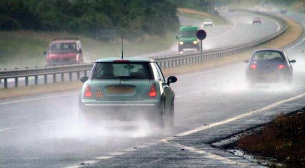 Будьте осторожны на скользкой дороге