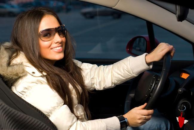 Женщина может быть уверенным водителем