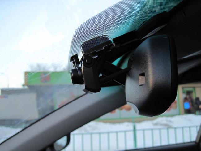 Современный видеорегистратор отлично вписывается в дизайн автомобиля