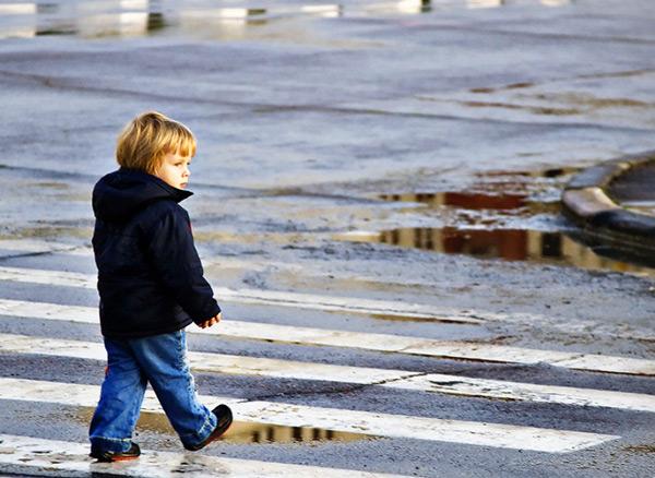 Среди пешеходов встречаются дети