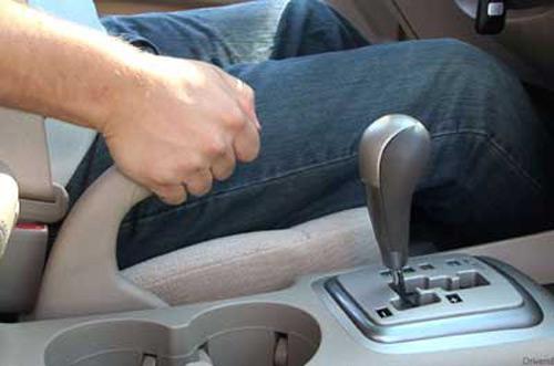 Торможение ручником в автомобиле