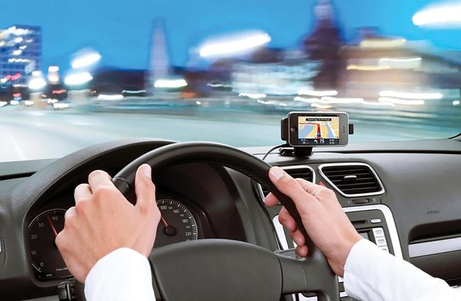 В роли навигатора может выступать даже смартфон