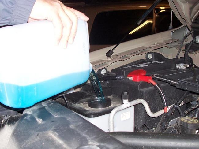 После замены антифриза нужно включить двигатель и печку на полную мощность
