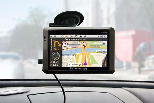 Если навигатор подключен к интернету, то он будет показывать актуальную информацию о пробках