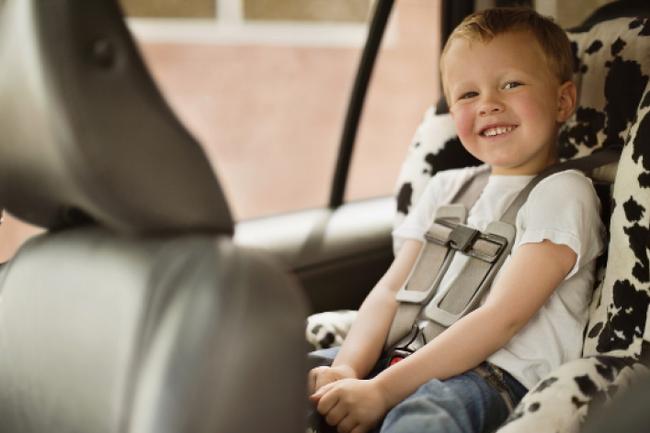 В такси для детей есть специальные кресла