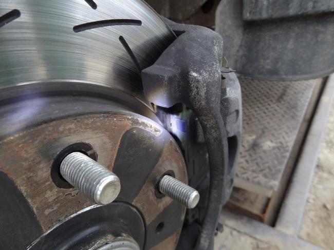 Тормозной диск и колодки должны подвергаться регулярной проверке