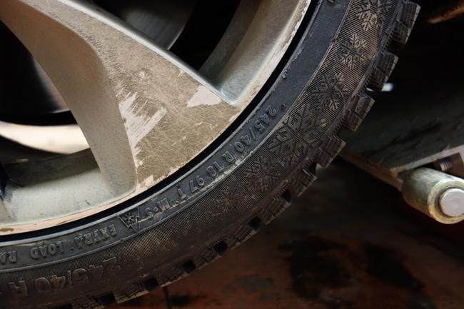 Легкосплавные диски с низкопрофильной резиной позволяют добиться уменьшения общей массы колес
